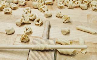 不只美食治愈 手工制面过程也能让人看的通体舒畅