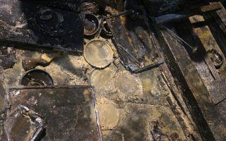 南昌西汉海昏侯墓挖出黄金堆 包括两盒金饼