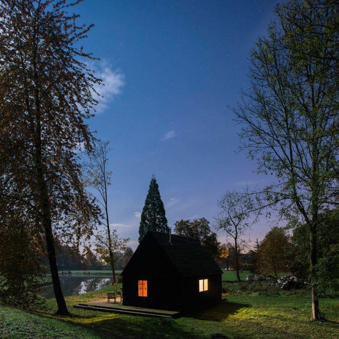 夜晚的小木屋,很黑