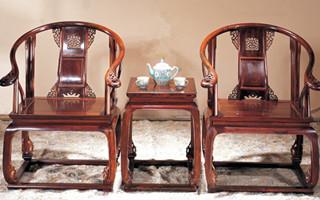 花大价钱买的红木家具 当心是一堆白皮和树脂