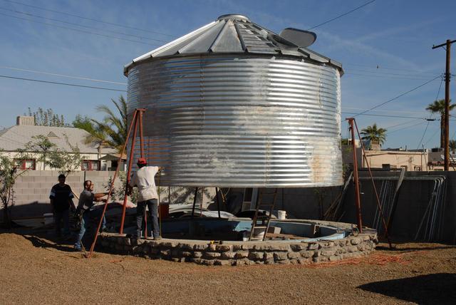 老旧谷物筒仓工作塔改造温馨小屋