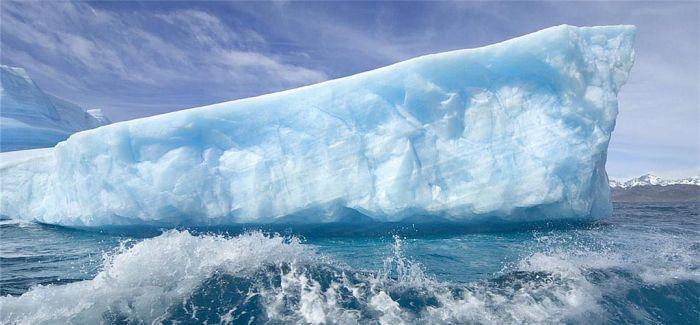 艺术家从格陵兰岛凿冰巴黎展出:世界融冰敲警钟