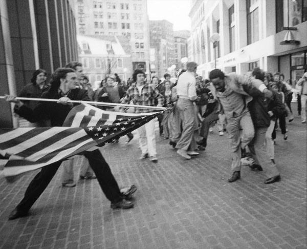 1965年马萨诸塞州波士顿颁布了废止公共汽车种族歧视的法案--直至高清图片
