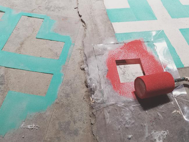 为空屋喷漆 重绘古老马赛克瓷砖