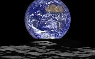 """NASA精美照片:地球从月球水平线上""""升起"""""""