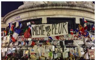 巴黎民众发起倡议 力求保存恐怖袭击街头纪念物