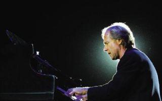 62岁钢琴王子克莱德曼再奏新年乐章