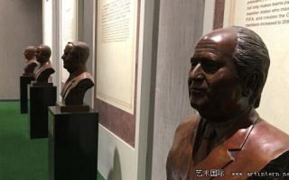 中国博物馆陈列布拉特雕塑 英媒:他在这是英雄