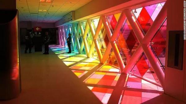 八大机场装置艺术带你穿行异次元空间_设计_生活方式