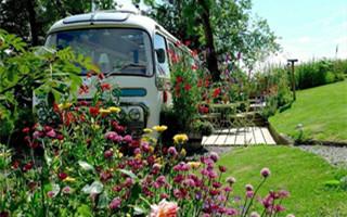 英国乡间的梦幻巴士小屋:美到好想直接把这里搬回家