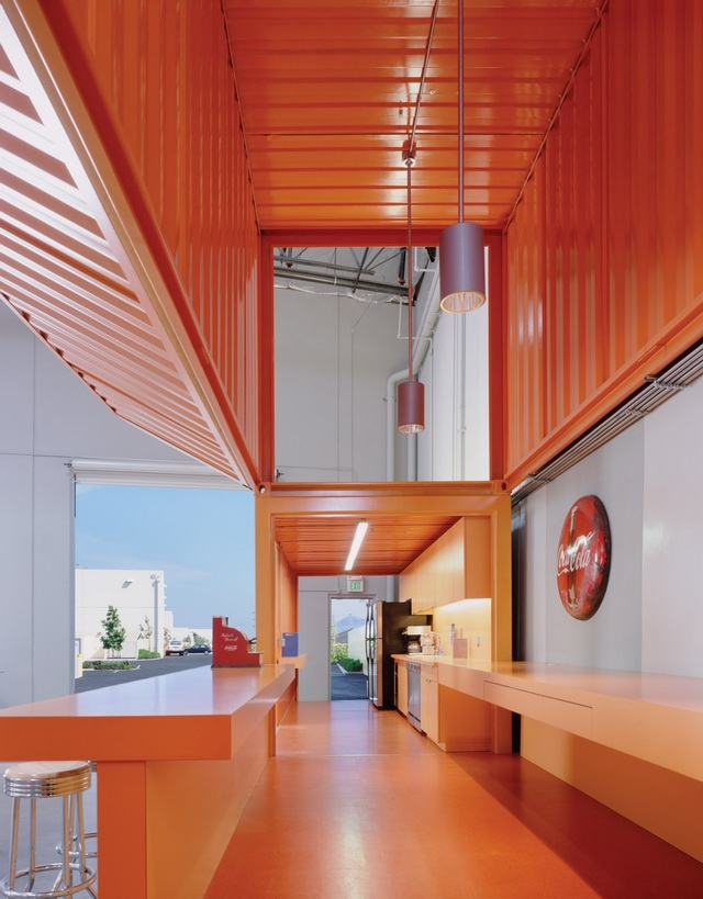 集装箱与帐篷打造的创意办公室 _设计_生活方式_凤凰