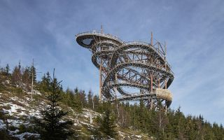 捷克惊奇建筑美如画:天空步道配有长100米的金属滑道