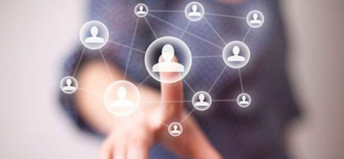 社交网络拉近了艺术家的距离