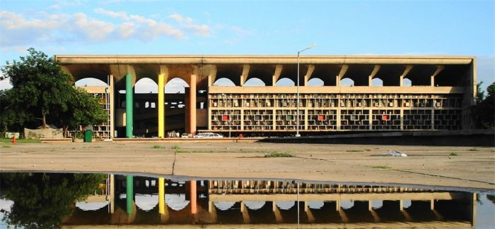 印度昌迪加尔艺术学院遗失数件家具设计品