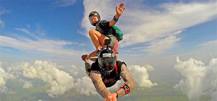摄影师Gurustunts超刺激的极限跳伞高空摄影作品