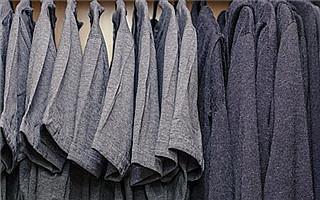 扎克伯格晒衣橱 世界上最富有的男人只有一套衣服!