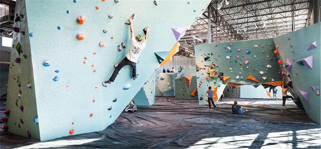 美国开了一家全球最大的抱石攀岩馆——攀岩成为流行