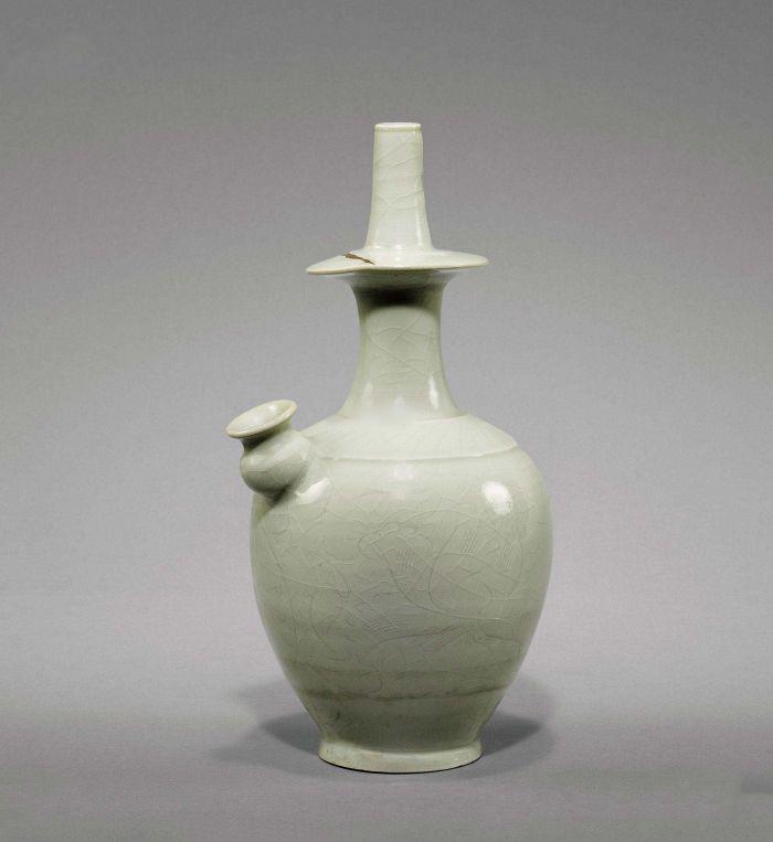 """经典版《西游记》中的观音菩萨,是不是早已在你的印象中定格?庄严雍容的观音菩萨手里托着施恩济世的宝瓶,瓶内插着一枝扫开残雾的垂杨柳……说实话,这个俗称""""净瓶""""的宝物,可是很多人的心头好啊。不过,净瓶并不是神话传说中的产物,在古人的生活中,就有这样的物件所在。"""