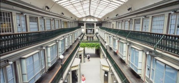 在美国最老的购物中心里租一间微型公寓怎么样?