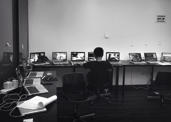 工作室24小时采录各地的监控视频(摄影师:牛涵)2015