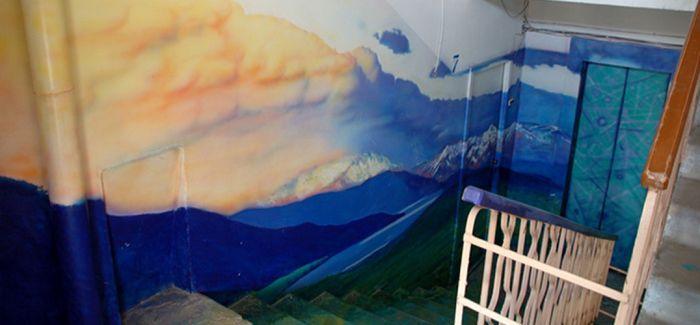 看俄罗斯艺术家如何用装饰墙壁对抗平淡生活