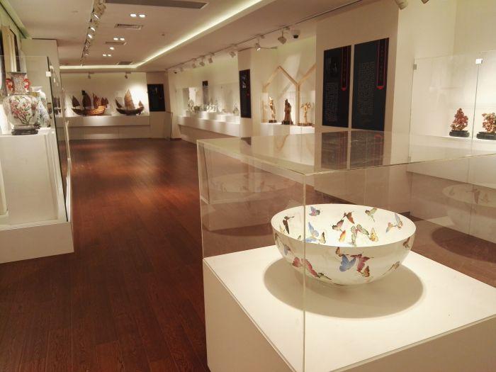 这个展厅的设计体现了江南文化的特点,而且摒弃了前些年常见的重视