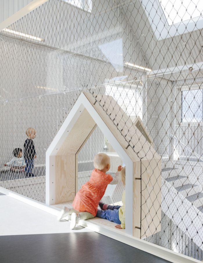 这个幼儿园的建筑以小孩图画为灵感 打造尖顶的单纯房屋外型