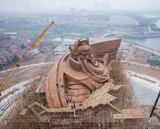 全球最大关公雕像渐露真容 系韩美林封山作