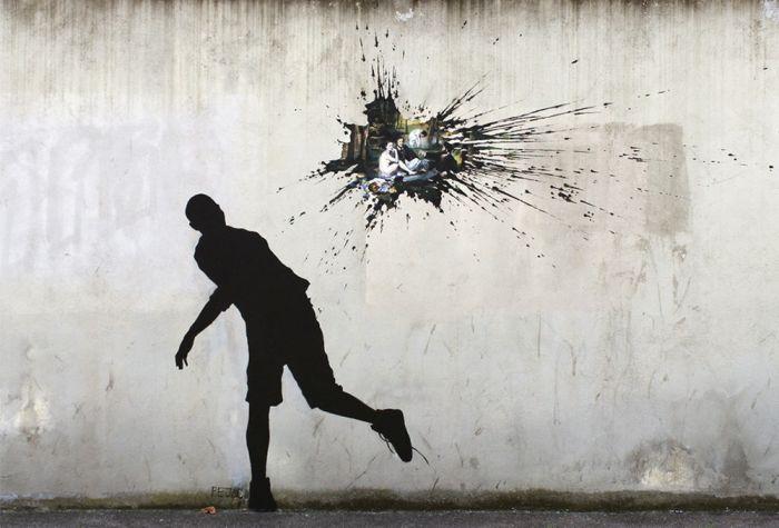 Pejac是西班牙著名的街头涂鸦艺术家,他在大楼窗口上绘制的小图案,透过错视手法,与后方其他大楼产生对应且幽默的互动场景;在人来人往的醒目街口、在生锈铁门或是剥落砖墙上,搭配幽默的笔调,巧妙地塑造开放式的公共空间艺术,颠覆公共空间在日常生活中给人们的呆板印象。 Pejac尤其喜欢在街头涂鸦中加入一些大众熟悉的经典名画元素,一方面向自己喜爱的艺术家致敬,一方面也是在尝试着进行古典艺术与流行新文化的演绎交流。他那充满诗意及寓意性又能敏锐地链接社会与环境的作品,在绘画方法上兼具有相当声量的『语言能力』,让街头绘