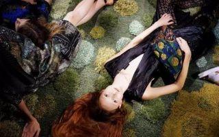 惊艳了整个巴黎时装周的 不是鲜肉 竟是这块地毯