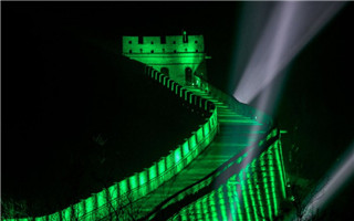 爱尔兰绿动全球庆圣帕特里克节 八达岭长城点亮绿色