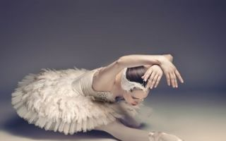 镜头记录芭蕾舞者的背后艰辛 足部变形严重!