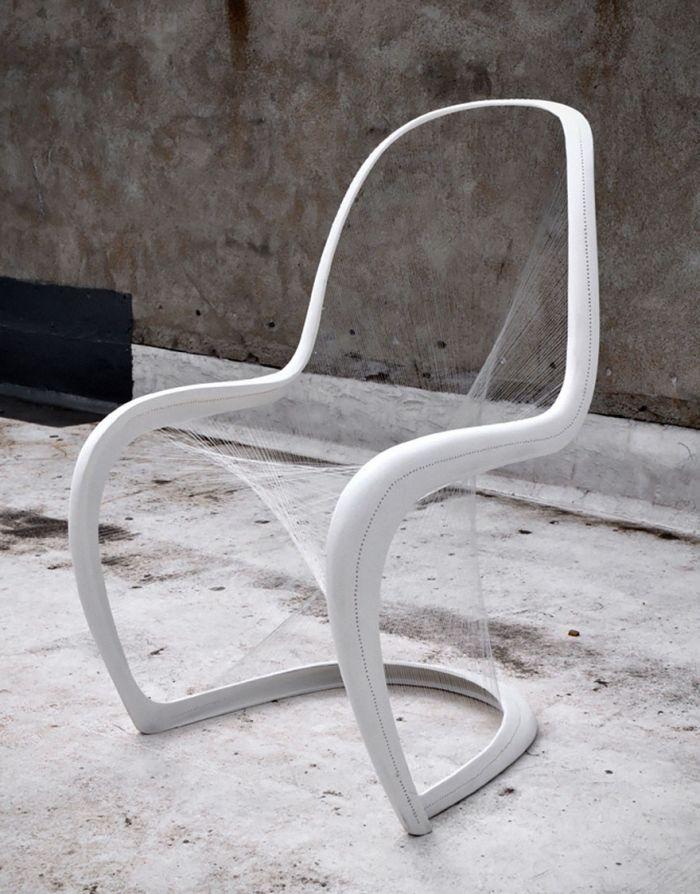 设计界关于座椅的创意总是百花齐放,佳作频现,一把舒适的椅子不仅对健康有益,更能提升生活品质感。上周,我们跟大家分享了西班牙设计师Maximo Riera设计的逼格爆表的动物皮椅系列,这一次,一大波兼具美感与实用价值的椅子们又在靠近,哪一把让你眼前一亮呢? 1、Skull Chair,Designed by Pool 头骨的椅子,简洁对称的设计,并没有阴森恐怖的感觉。 2、The Cut Chair,Designed by Peter Bristol 看起来像是被拦腰砍断的椅子,让人不放心坐上去,但其实其稳