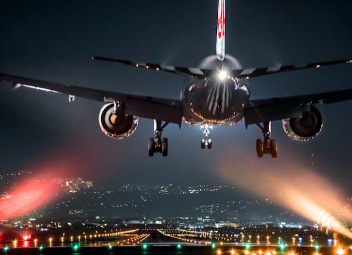 大阪摄影师的独特角度:你见过夜晚降落在一片灯海之