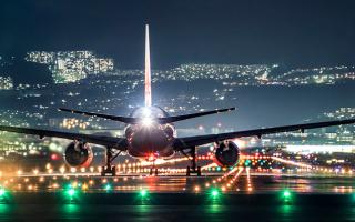 大阪摄影师的独特角度:你见过夜晚降落在一片灯海之中的飞机吗
