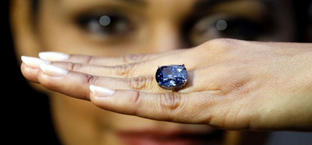 苏富比春拍:10.1克拉稀世蓝钻拍出2.4亿港元天价
