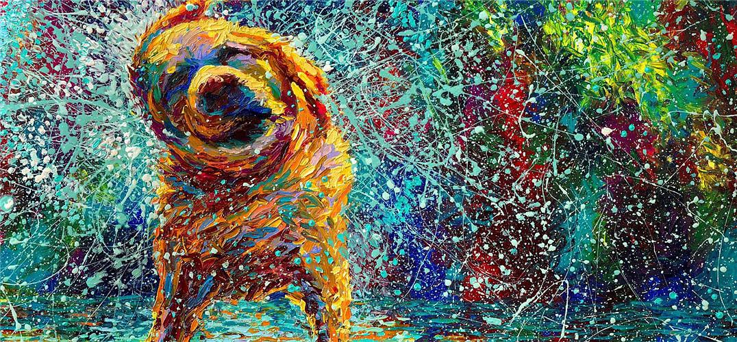 """西雅图艺术家IrisScott想对画作做些修改,无奈身边的画笔都沾染了深蓝色,她懒得放下手头工作先去洗笔,于是就用手指补了色,然而,这个不经意的举动影响她的整个艺术生涯。 """"我的手指和画布之间什么都没有,这种纯粹的感觉,是画笔永远无法给与的。每当我开始涂染,小时候在森林中遇到的一个个小生灵,就会跑出来跟我打招呼,这些美好而珍贵的记忆,在用画笔作画时却从没有过。""""现在的她总是戴着医用胶皮手套用手指绘制印象派油画作品。短短6年时间,IrisScott的手指画已经在世界范围内得到"""