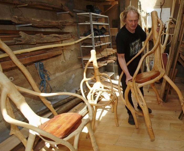 """谁说朽木不可雕也 看艺术家如何玩转""""树"""""""