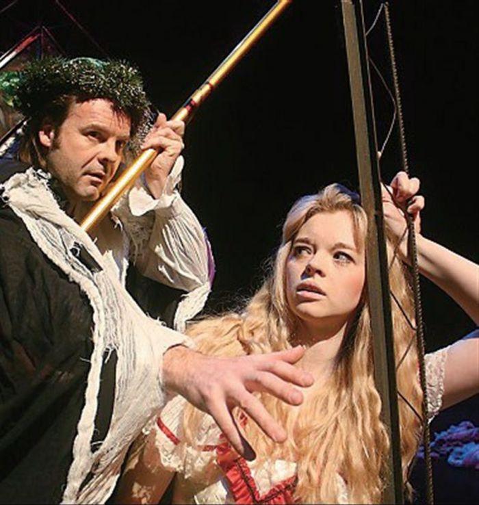 《暴风雨》是她继《美丽新世界》,《圣诞颂歌》和《哈姆雷特》后第4次