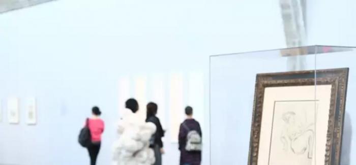 """张晓刚:""""纸""""与艺术家的才华,气质和想象力保持了最率性的关系"""