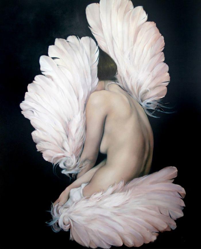 女人与羽毛