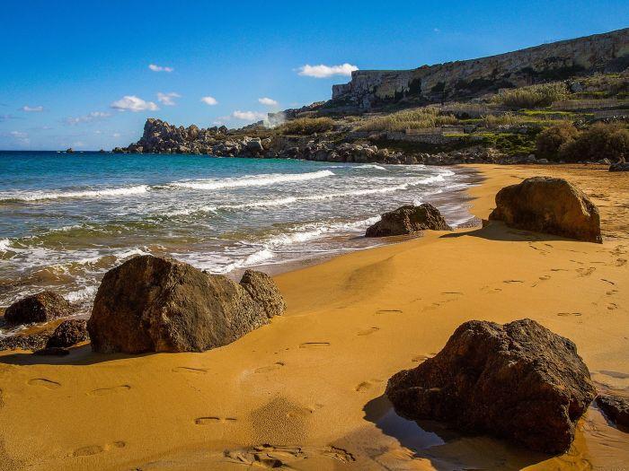 这个夏天很奇幻:世界上 10 个不可思议的彩色沙滩