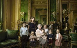 英女王90岁生日儿孙满堂大合照 不过这次焦点依旧被小公主吸走