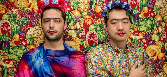 花冠 一字眉 胡茬 西班牙摄影师摄影项目:秀你自己的卡罗气场