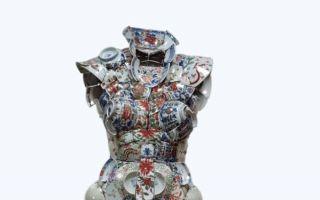 中国古瓷器碎片编制而成的时尚服饰艺术品