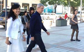 库克第八次来华 今早与滴滴总裁柳青一起步入苹果店