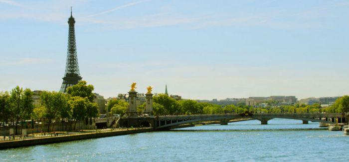 欧洲暴雨塞纳河水位上涨淹没街道,卢浮宫部分展品移至高处