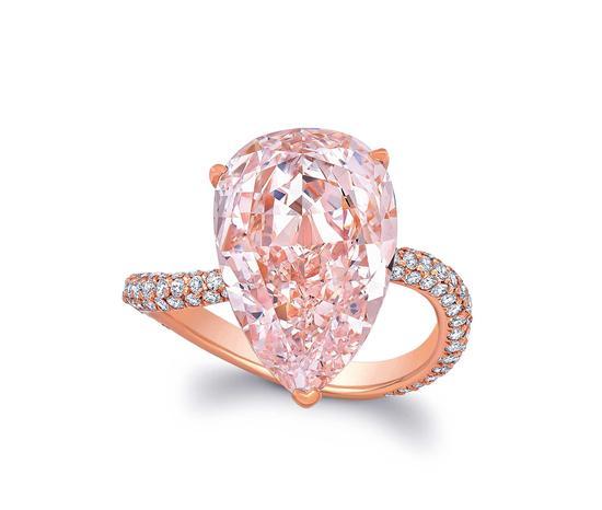 LOT 4138 珍稀钻石—6.38克拉彩橘粉色钻石戒指 成交价:1035万元