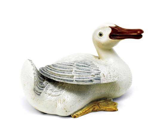 LOT 3743 唐英制像生瓷鸭成交价:368万元