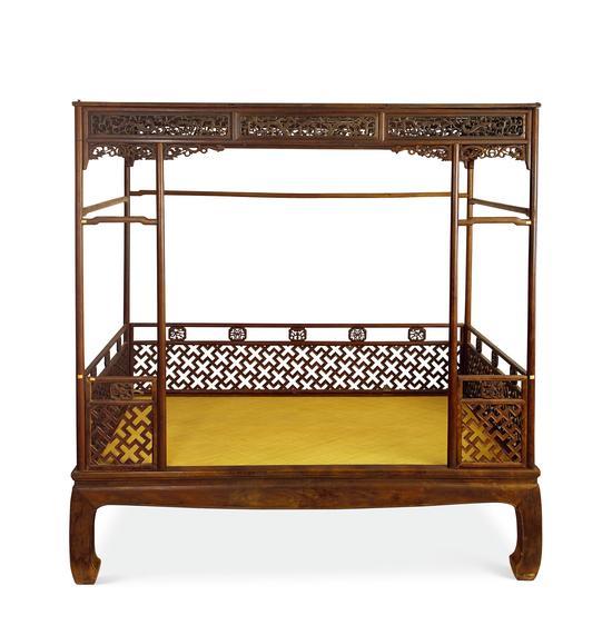 LOT2426 黄花梨雕龙纹架子床 成交价:667万元
